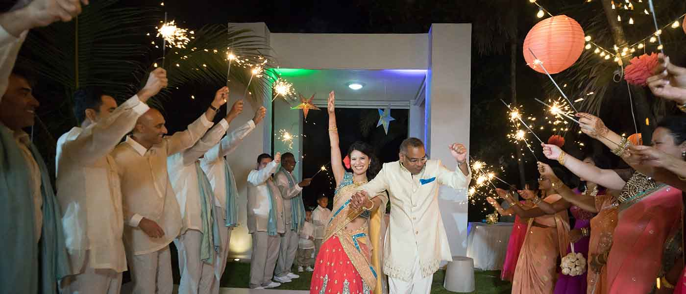 indian-wedding-cancun-sparklers