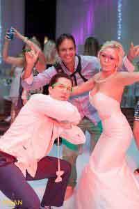 Vincent van den Berg photographer with bride on dancefloor