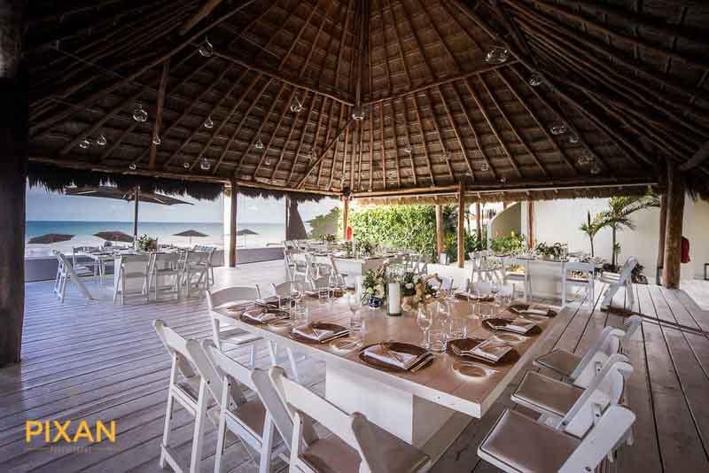 summer wedding brunch table setting