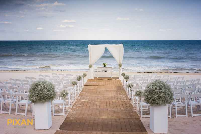 simple minimal beach wedding ceremony decoration