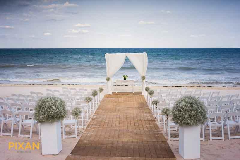 simple minimal beach wedding ceremony decoration