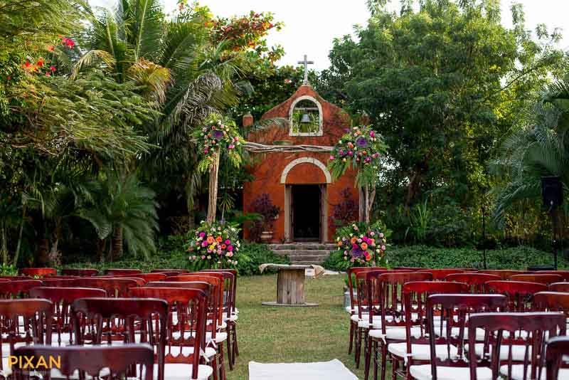 Hacienda Dizibikak garden wedding ceremony