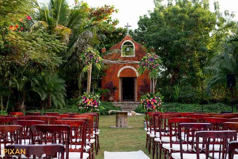 Hacienda Dizibikak garden wedding ceremony