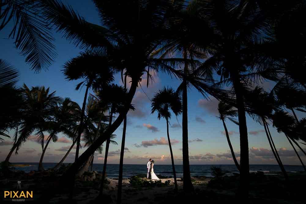 Beach wedding sunset photo at Grand Sirenis Riviera Maya