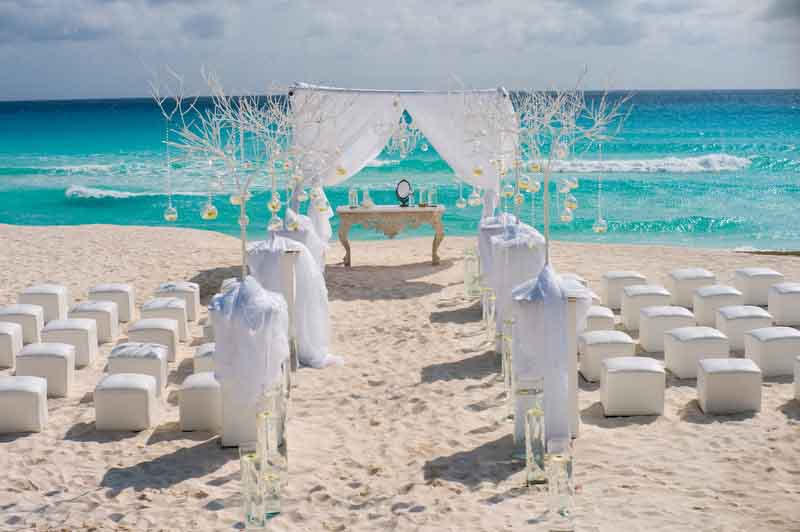 minimal beach wedding decoration in Cancun