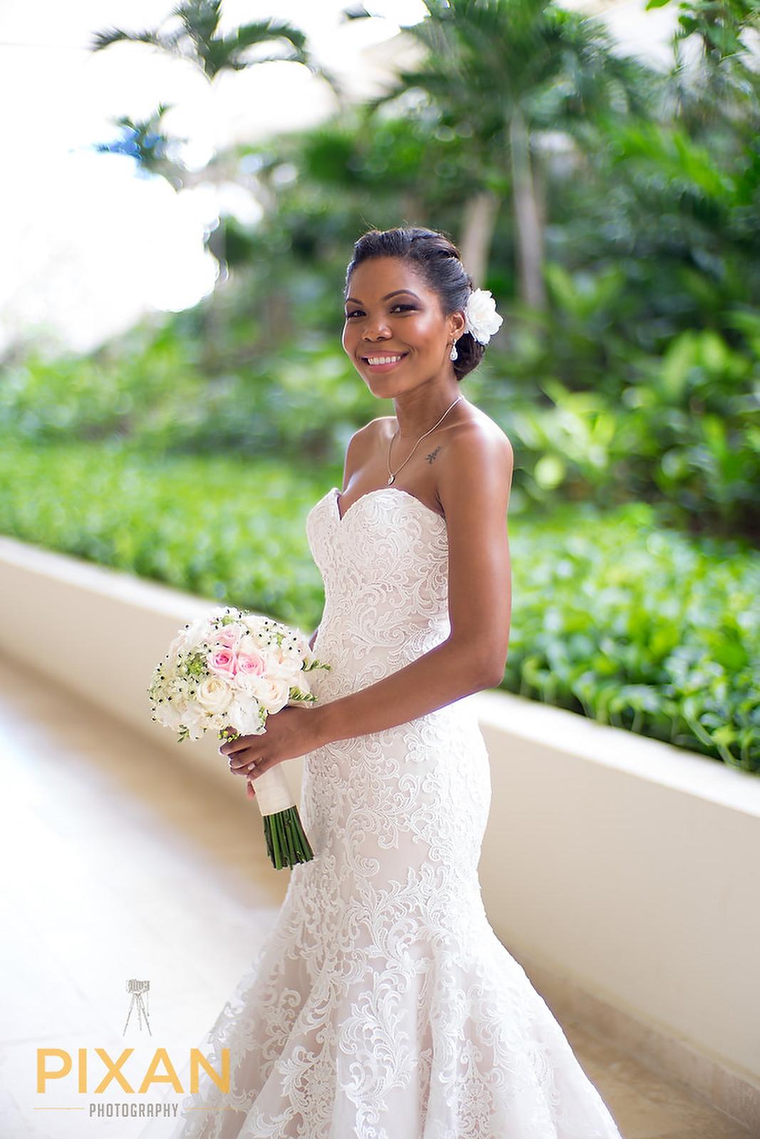 Hyatt Ziva Cancun beautiful bride