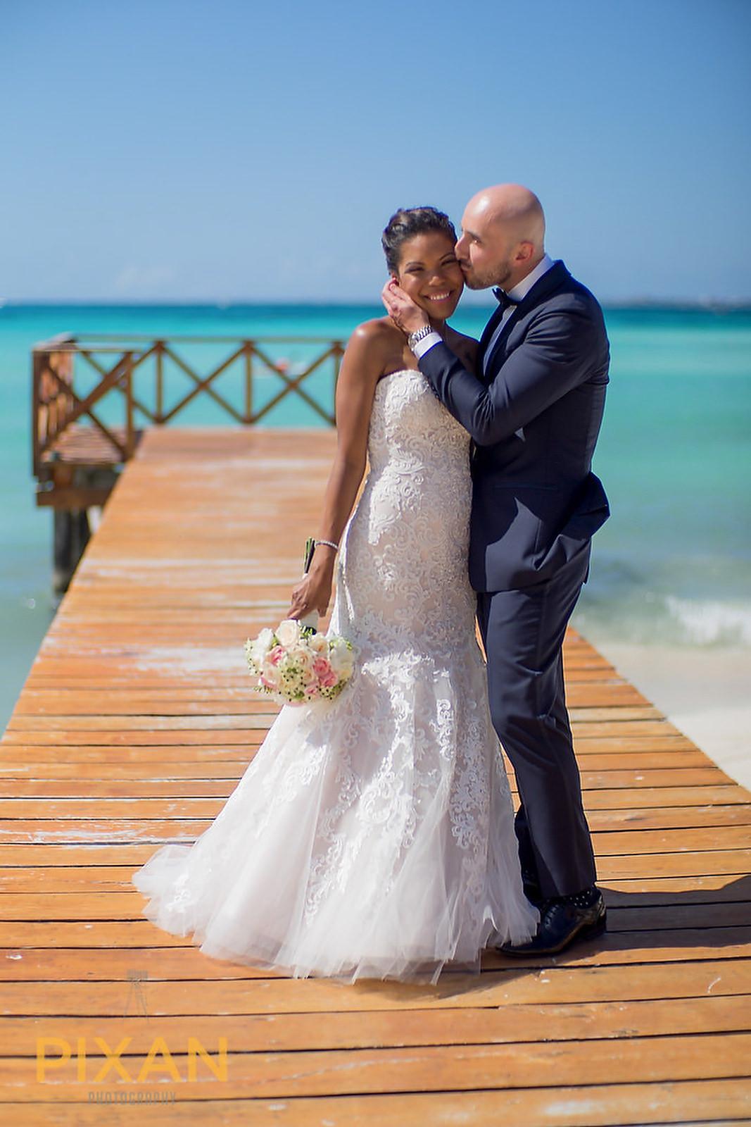 Hyatt Ziva Cancun wedding kiss