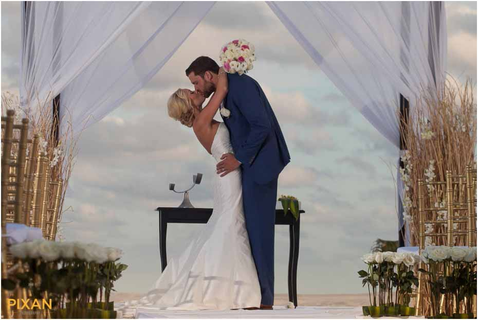 Le Blanc Resort Wedding Texans Tie The Knot In Cancun