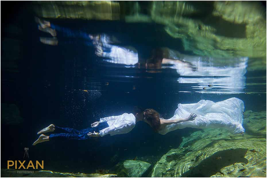 Underwater wedding photography Playa del Carmen