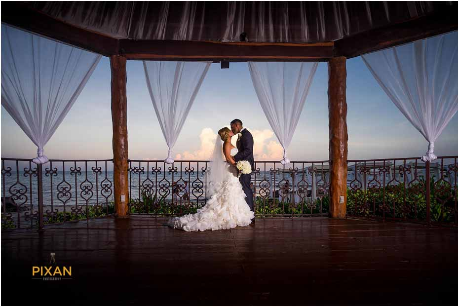 couple gets married at the royal playa del carmen