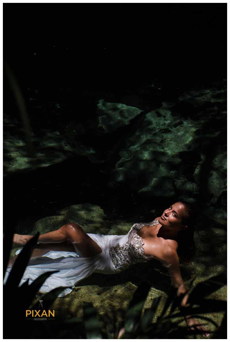 Bride Trash the dress photo shoot riviera maya