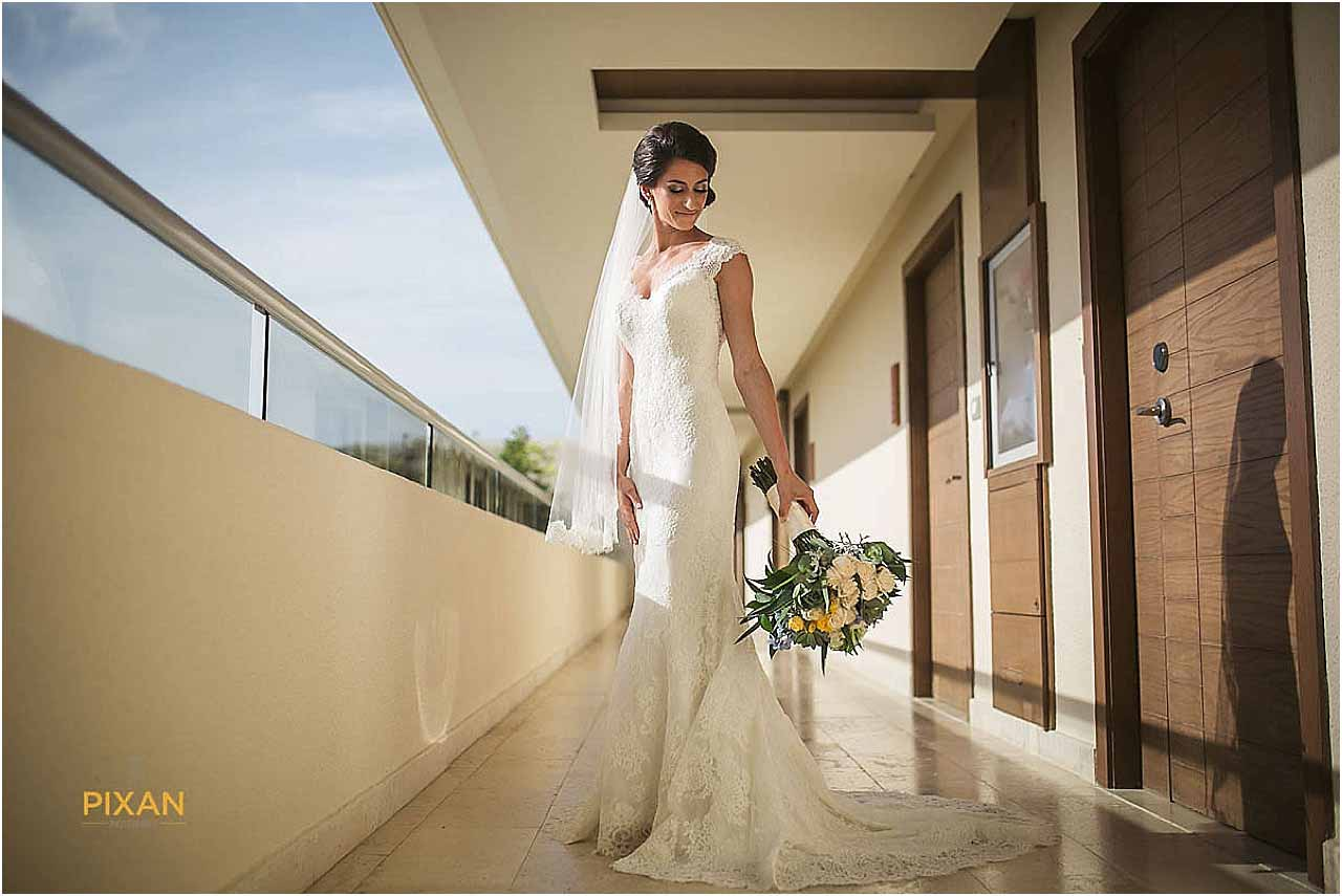 hyatt ziva cancun bridal portraits