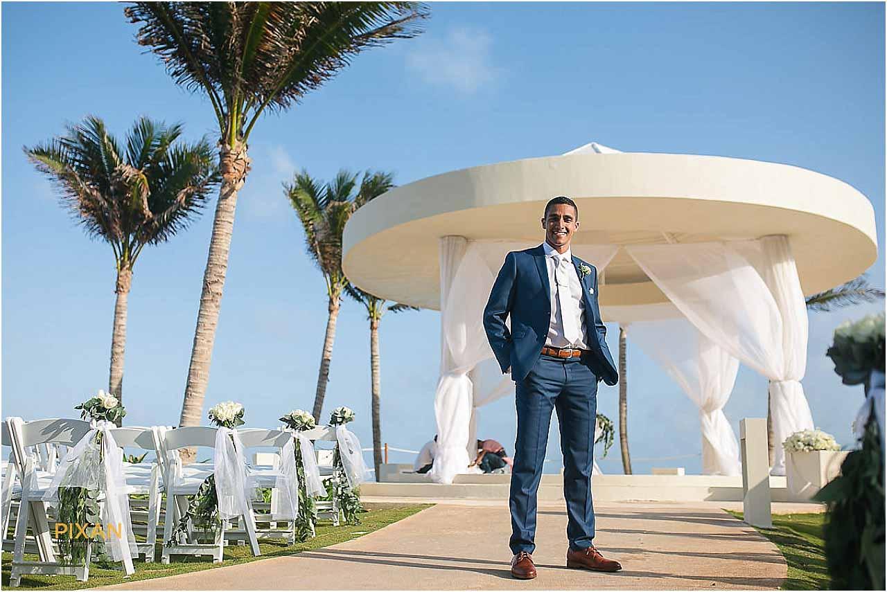 hyatt ziva cancun groom portraits