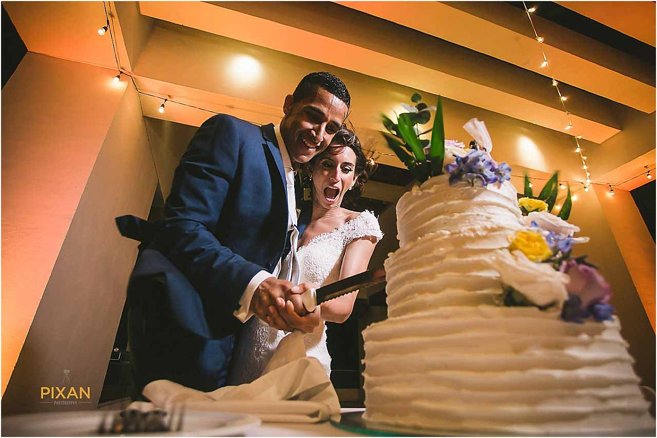 hyatt ziva cancun wedding cake cutting