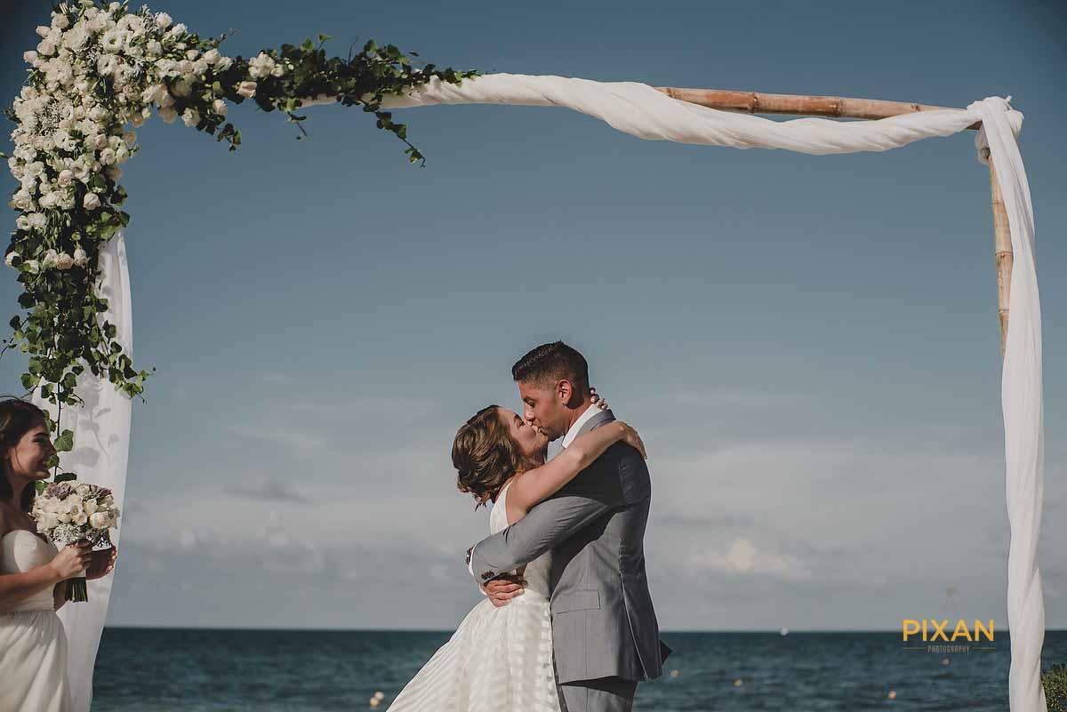 dreams playa mujeres wedding 1st kiss