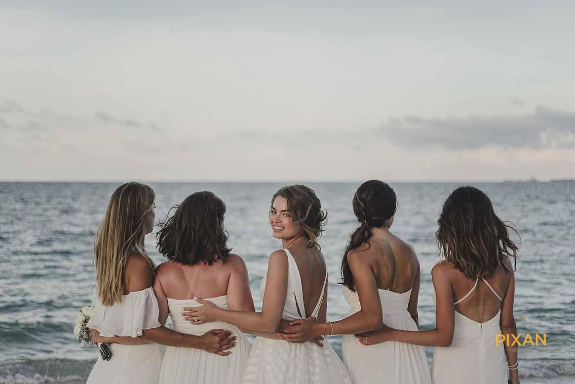 dreams playa mujeres wedding bride with bridesmaids on the beach