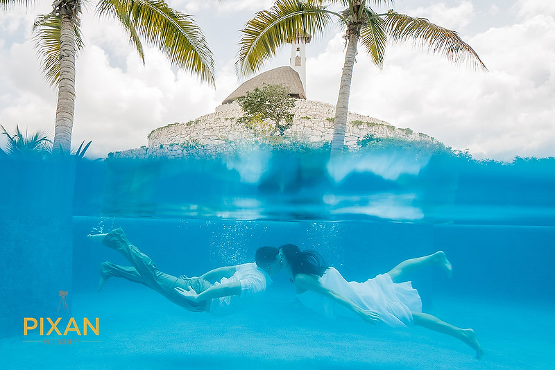 underwater-wedding-photo