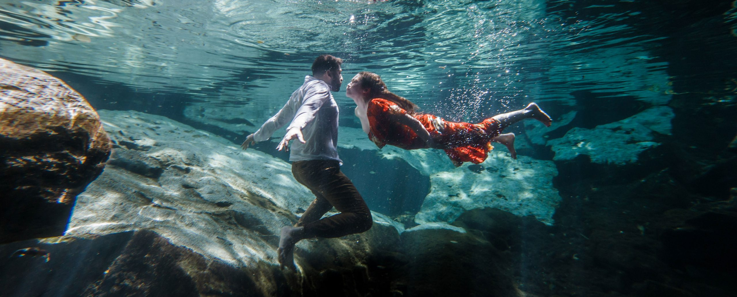 underwater kiss trash the dress