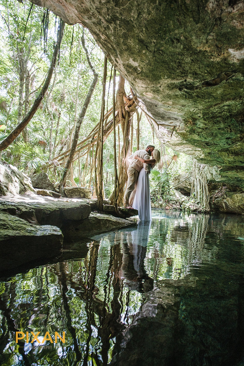trash the dress Cenote cave Kiss