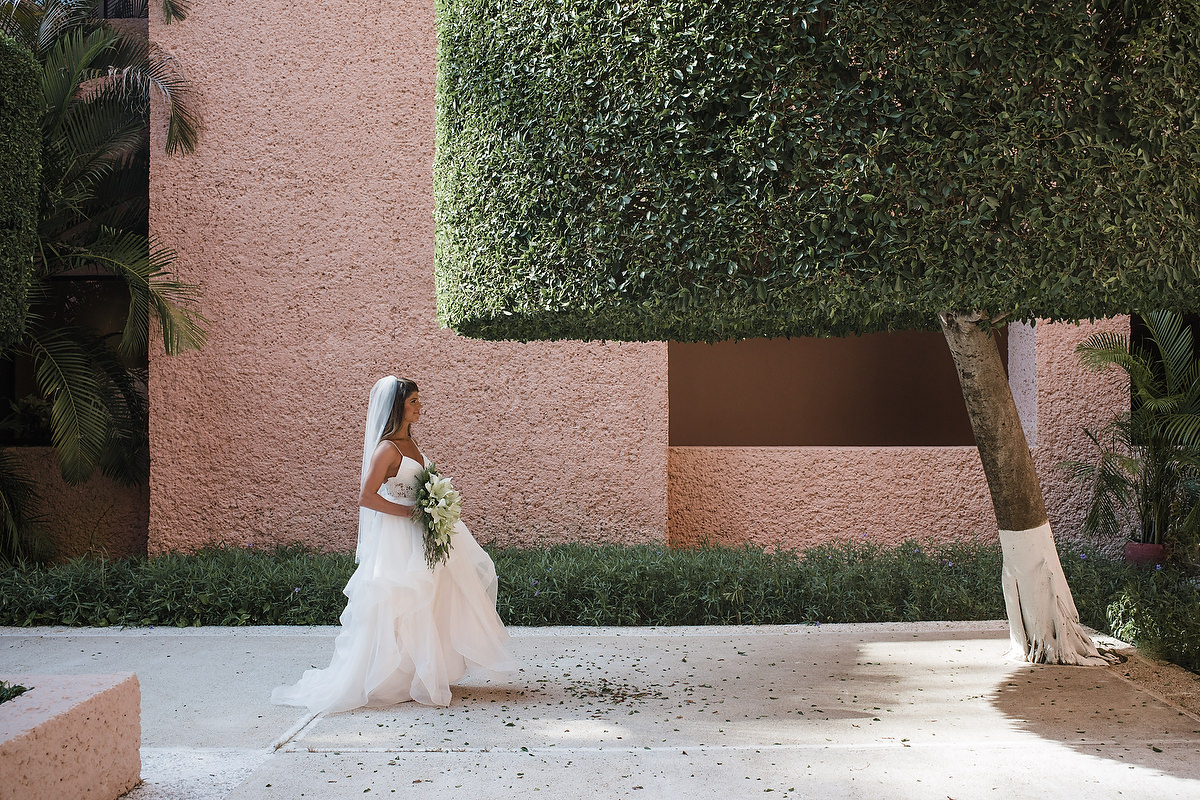 straight lines and textures Barcelo Huatulco and bride